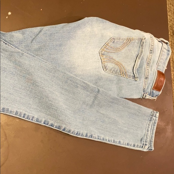 Hollister Denim - Is a Low-rise Super Skinny Jeans